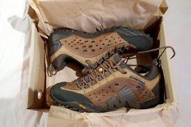 Merrell Intercept Walking Shoes / Mint