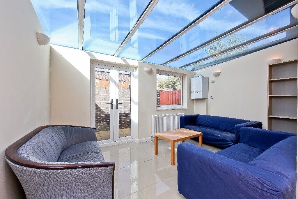 BEAUTIFUL 5 BED TOWNHOUSE IN IRONMONGERS AVAILABLE OW ALL BEDROOMS ARE DOUBLES E14 CANARY WHARF