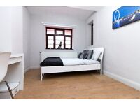Great spacious double room available in Clapham!