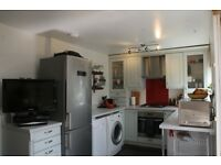 Recent refurbished 3 bedroom flat available