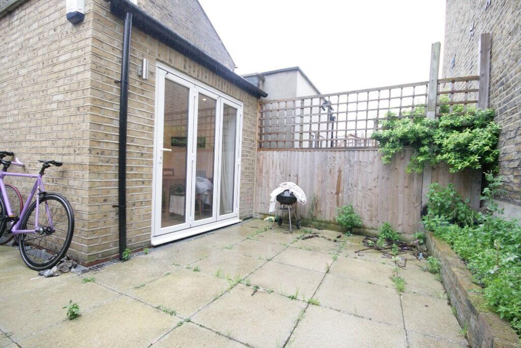 Huge 3 Bed Garden Flat - Stockwell - £550 per week