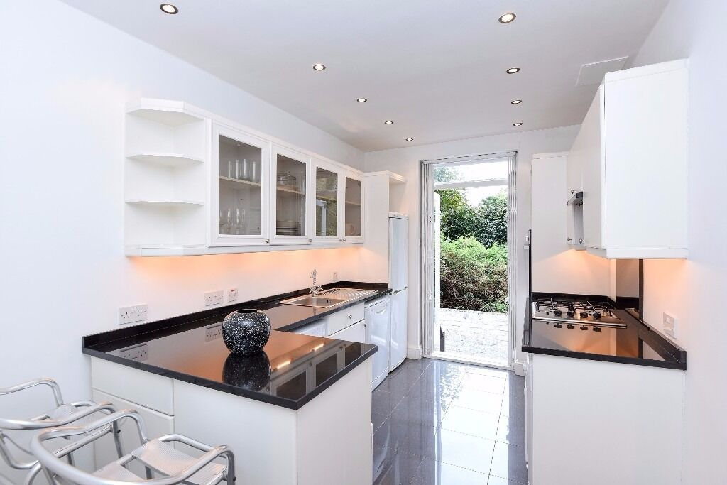 Three bedroom apartment with outside space on Milner Street SW3