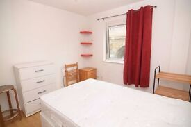 DOUBLE ROOM 3 MIN WALK TO CANARY WHARF - ALL BILLS INCLUDED - FIBRE OPTIC- CLEANING SERVICE