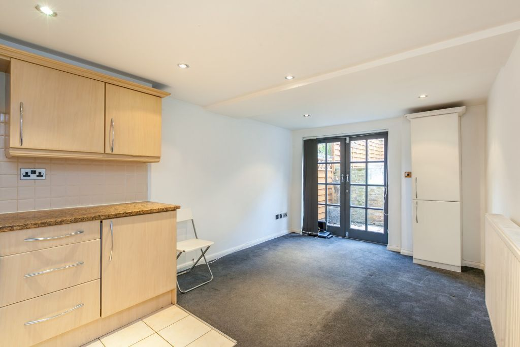 SW10 2 BEDROOM APARTMENT ON KINGS ROAD