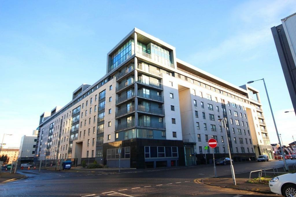 A Fully Furnished Two Bedroom Flat, With Parking, Located on Wallace Street, Tradeston (ACT 102).