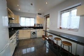 ***Lovely 5 bedroom House with a garden***