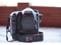 Fast SALE Sony a 77+Sony Vertical Grip 440 reduce ONO ,For sale hvlf56am,sony sal28 F2.8All 700