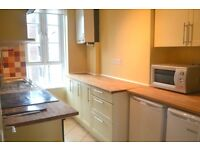 Newly Redecorated Three double bedroom Apartment, Seconds of East Dulwich Train Station & Sainsburys