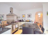 Gorgeous 2 bedroom Cottage House in Nelson Road, SW19- 2 bed, 1 bath, Garden and Conservatory Area!