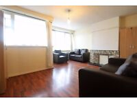 HUGE 3 BED ¦ E14 POPLAR ¦ AVAILABLE IMMEDIATLY ¦ RECENTLY REFURBISHED!!