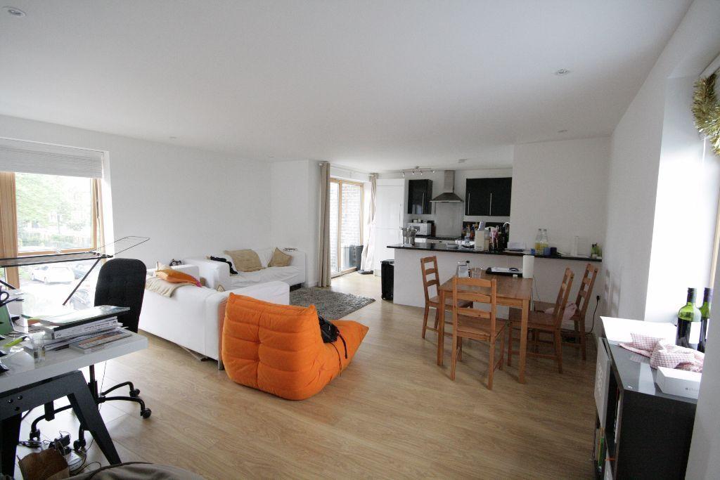 MODERN 2 BEDROOM FLAT - STOCKWELL