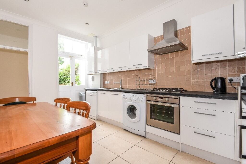A Bright & Spacious Two Bedroom Flat On Rastell Avenue - £1790pcm