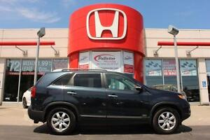 2012 Kia Sorento HEATED SEATS+ BLUETOOTH+ KEYLESS START & MORE!