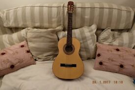 HONER 3/4 size nylon strung very good condition with carry case ideal for learner