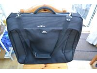 samsonite garment bag in very good condition, used only twice