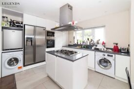 ARE YOU READY TO LIVE IN CITY CENTER? ZONE 1 - ALDGATE EAST - AVAILABLE TODAY - CALL ME NOW