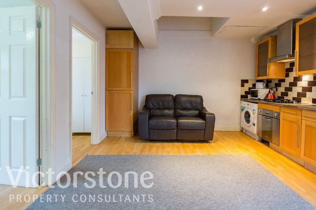TWO BEDROOM FLAT ON BRICK LANE ALDGATE EAST UNDERGROUND STATION AVAILABLE NOW ONLY £390 PER WEEK
