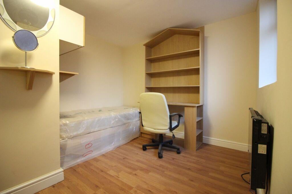 Studio flat in Watford Way, Hendon, NW4