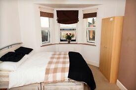 LARGE double room available in shared Woolston house. Quiet garden facing room, £385 pm ALL IN!