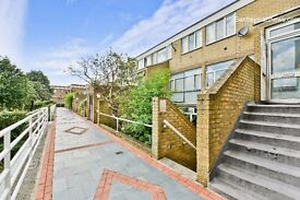 5 BEDROOM 3 BATHROOM FLAT - AVAILABLE SEPTEMBER- 2 MINUTES WALK TO OVAL AND STOCKWELL STATION