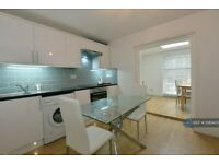 2 bedroom flat in Caledonian Road, London, N1 (2 bed) (#1069459)