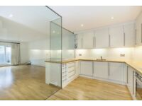 Large 3 bedroom flat for long let in Notting Hill
