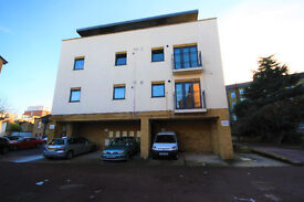 1st floor flat in in a modern purpose built development within walking distance of New Cross