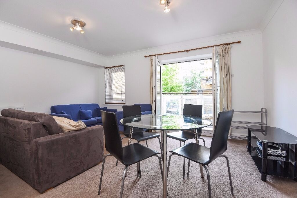 Poplar House - A two double bedroom , two bathroom raised ground floor apartment with parking