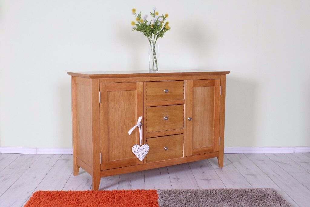 OAK SIDEBOARD QUALITY MADE LOVELY CONDITION LIGHT IN COLOUR - CAN COURIER