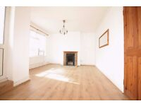 * E14 / DOCKLANDS / CANARY WHARF ** AVAILABLE NOW ! NEWLY REFURBISHED 2 DOUBLE BEDROOM FLAT