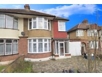 WOODFORD, LARGE 3 BED FAMILY HOME, GOOD DECORATIVE CONDITION AND FITTED KITCHEN