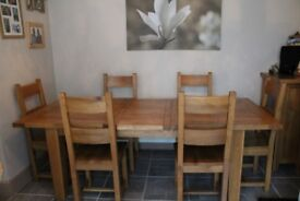 Heritage Oak extending dining room table and 6 chairs