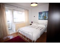 Big double room with BALCONY-Low deposit-LCD TV CANARY WHARF-Free cleaning service, free internet,