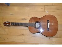 Vicente Sanchis acoustic guitar (HAND MADE IN SPAIN) + lots of strings