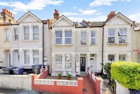 Modern Split Level 2 Bed Apartment. Acton/ Chiswick