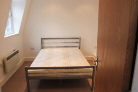 BRIGHT DOUBLE ROOM IN SHEPHERDS BUSH *AVAILABLE NOW*