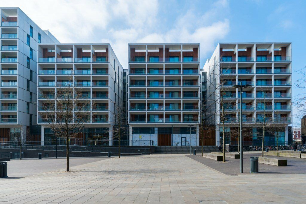 FURNISHED 3 BEDROOM APARTMENT IN DALSTON SQUARE E8 DALSTON, CONCIERGE, BALCONY AND ON SIGHT GYM!