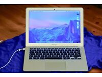 MacBook Air 13inch + Large Laptop Bag