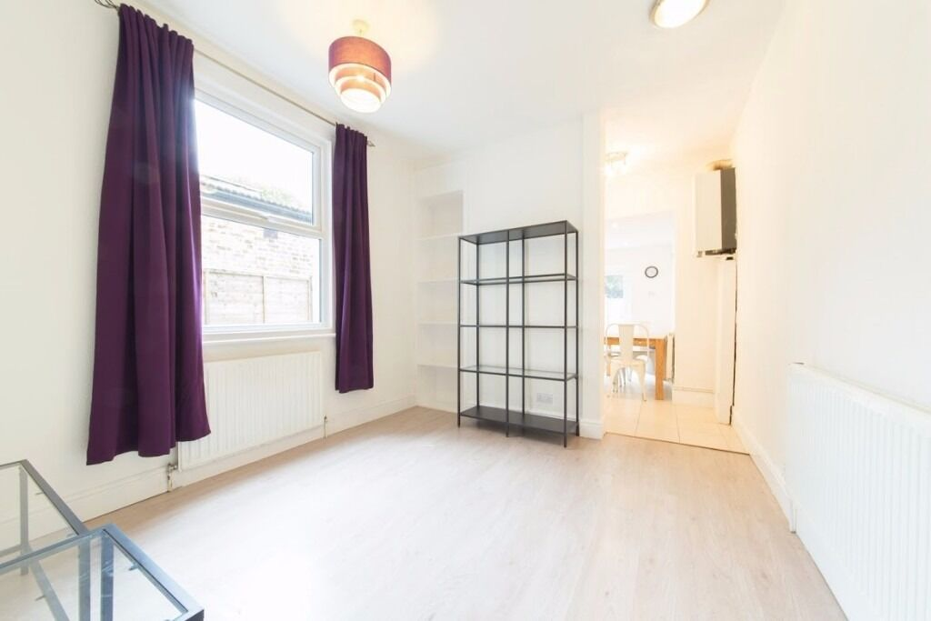 SHORT LET - Ground Floor - Two Bedrooms - Furnished/Unfurnished & Available Now - £575 PW