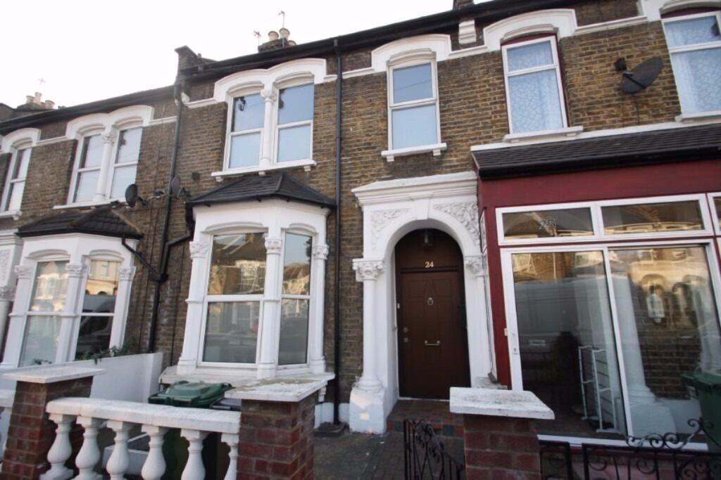 SIX BEDROOM HOUSE WITH TWO RECEPTION ROOMS!