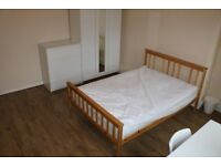 LARGE ROOM AVAILABLE NEAR WHITECHAPEL FROM 11/12/2017 - NO ADMIN FEE - FOR £780 PER MONTH