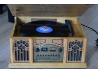 WOODEN 3 SPEED RECORD PLAYER/CD/CASSETTE/RADIO CAN BE SEEN WORKING
