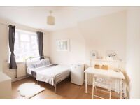 Double Bed in Spacious rooms to rent in 5-bedroom houseshare in White City