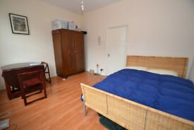 Studio walking distance to Archway Tube Station under 14 mins with your own bathroom and kitchen