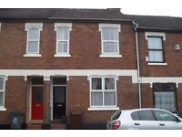 Hartshill, Large House , Suitable for up to 4 people sharing