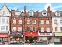 GREAT STUDIO FLAT ON STATION PARADE MOMENTS AWAY FROM EALING COMMON STATION £1000 PCM