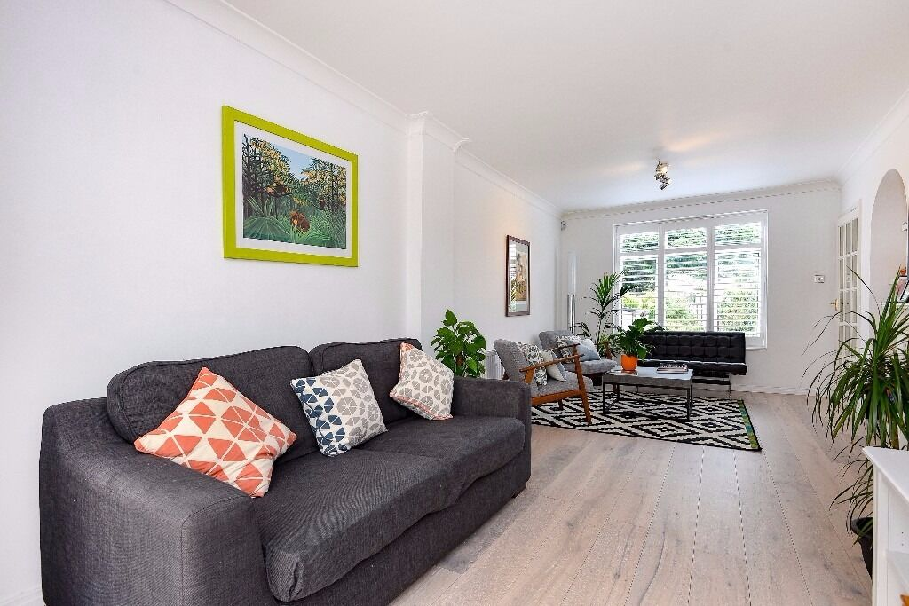 A spacious three bedroom house to rent in Kingston Vale. Keswick Avenue.