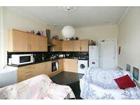 EDINBURGH FESTIVAL FLAT: (Ref: 882) 6 bedroom property available in Edinburgh's City Centre!
