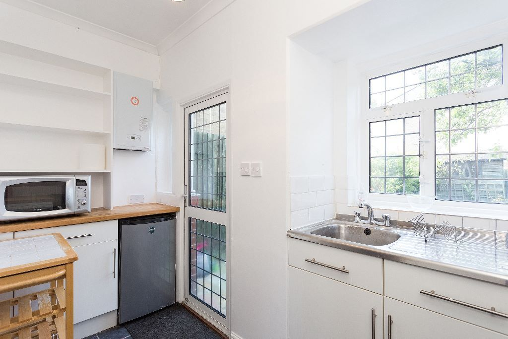 Charming Period Cottage With Landscaped Private Garden - SW17