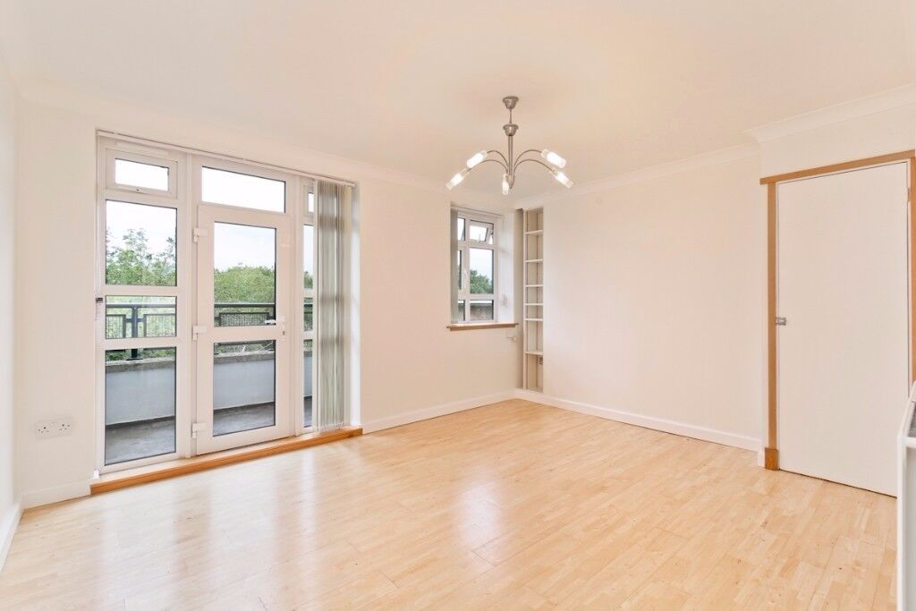 Spacious three bedroom flat between Denmark Hill and East Dulwich